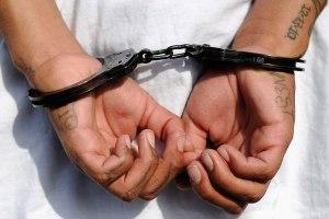 esposas-detenidos
