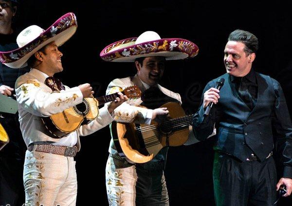 Sorprende-Luis-Miguel-con-La-fiesta-del-Mariachi-600x424.jpg