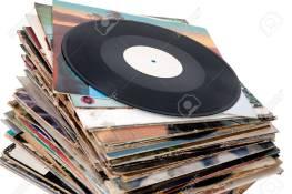 13178682-Pila-de-viejos-discos-de-vinilo-Foto-de-archivo.jpg