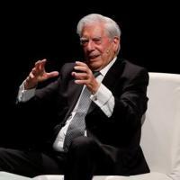 Vargas Llosa hospitalizado tras sufrir caída