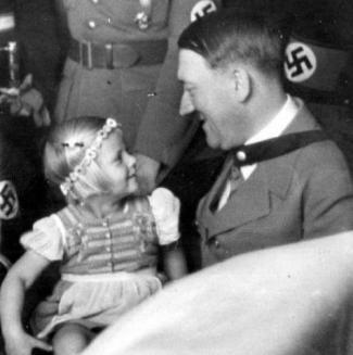 Hitler niña 2.jpg