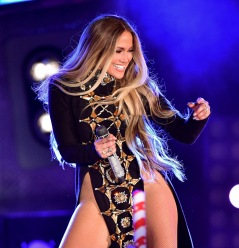 NEW YORK, NY - JUNE 30: Jennifer Lopez performs during the Macy's 4th of July Firework Show at Hunter's Point South Park on June 30, 2017 in New York City. (Photo by James Devaney/GC Images)