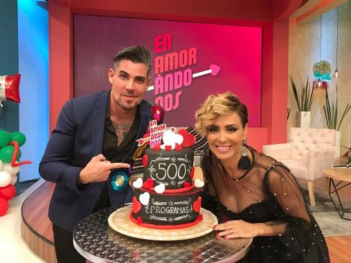 Carmen Muñoz y Adrian Cue 500 programas .JPG