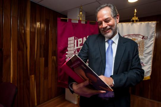 PRESENTA IPN EL ÚNICO LIBRO DE ACUTOMOMEDICINA EN OCCIDENTE (3).jpg