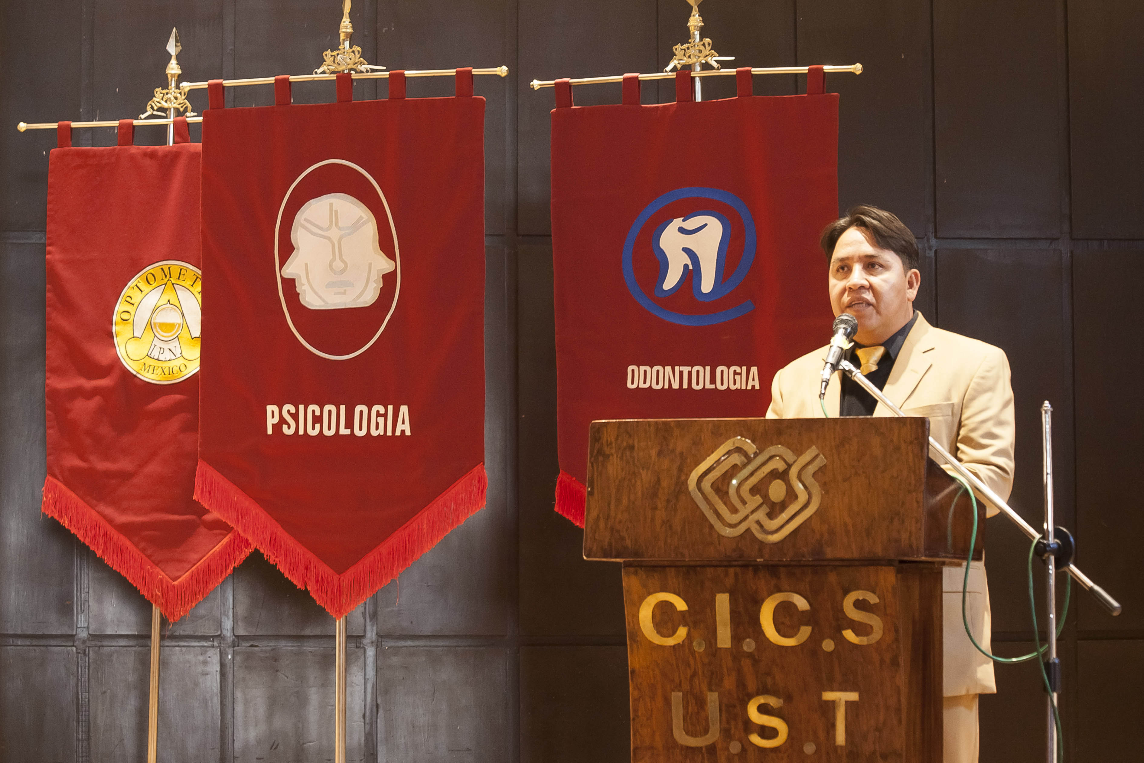 DIRECTOR DEL CICS-UST_DR. OMAR GARCÌA LIÈVALOS.jpg