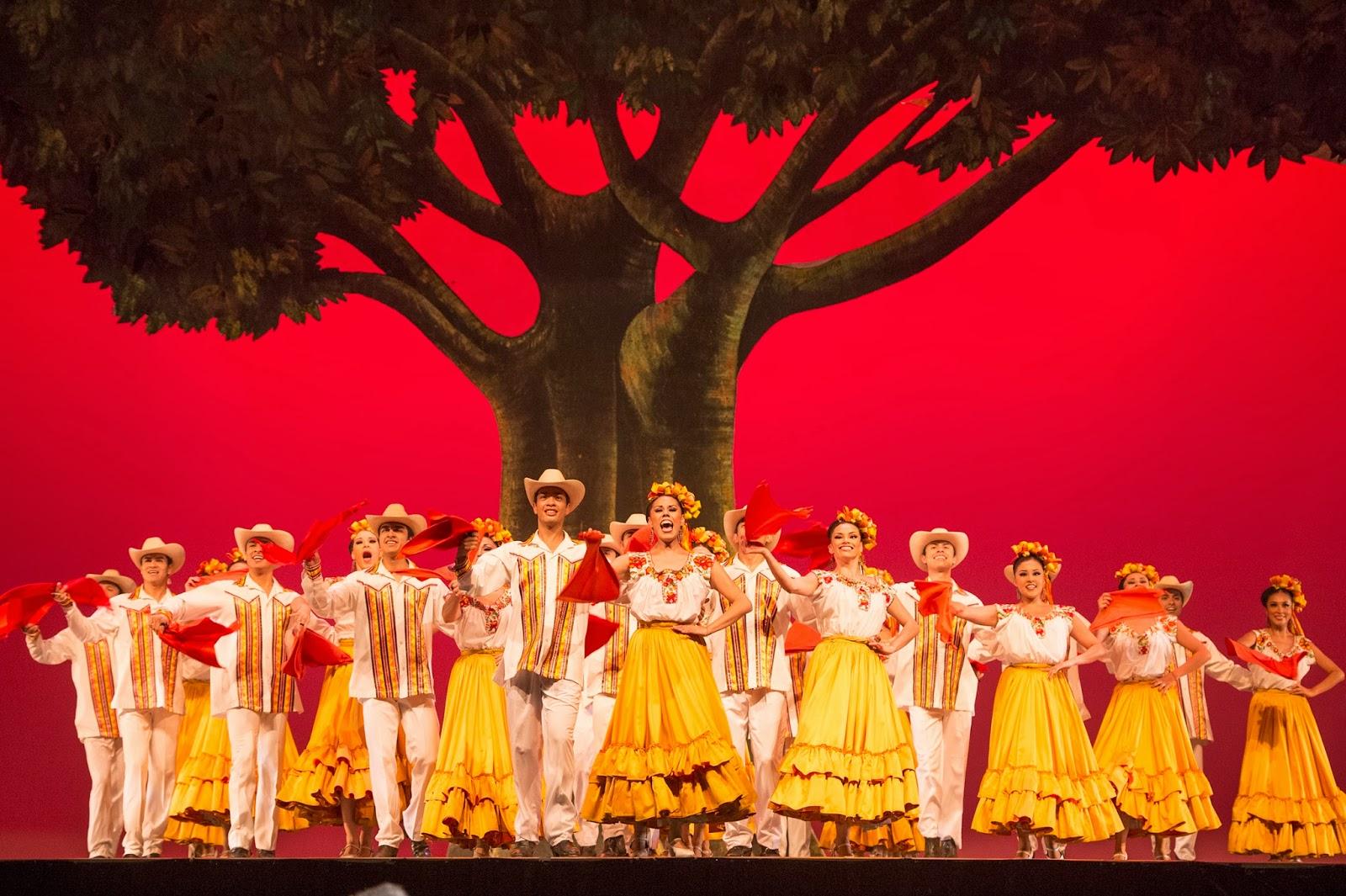 Ballet Folklorico Amalia Hernandez07.jpg