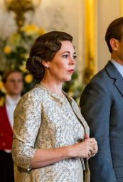 the-crown-season-3-olivia-colman-1545503139.jpg