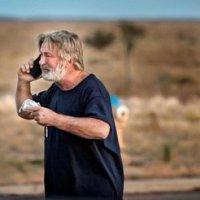 Alec Baldwin, furioso por haber disparado de manera accidental a directora de fotografía