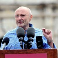 Phil Collins polariza por la construcción       de un museo sobre la batalla del Álamo